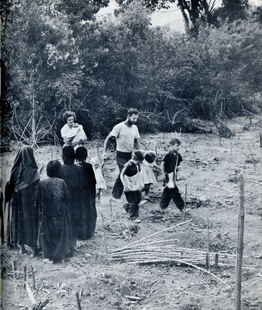 Lee, Will, Kids, Campa Welcoming Committee in Nenquechani, 1961, courtesy of Jim Duncan